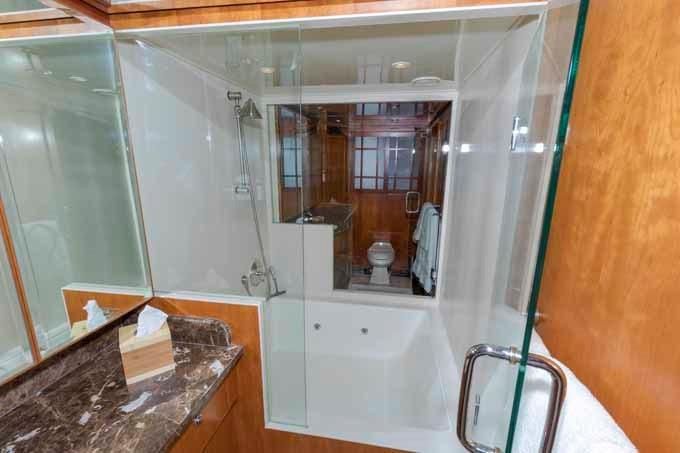 Center Shower/Jacuzzi