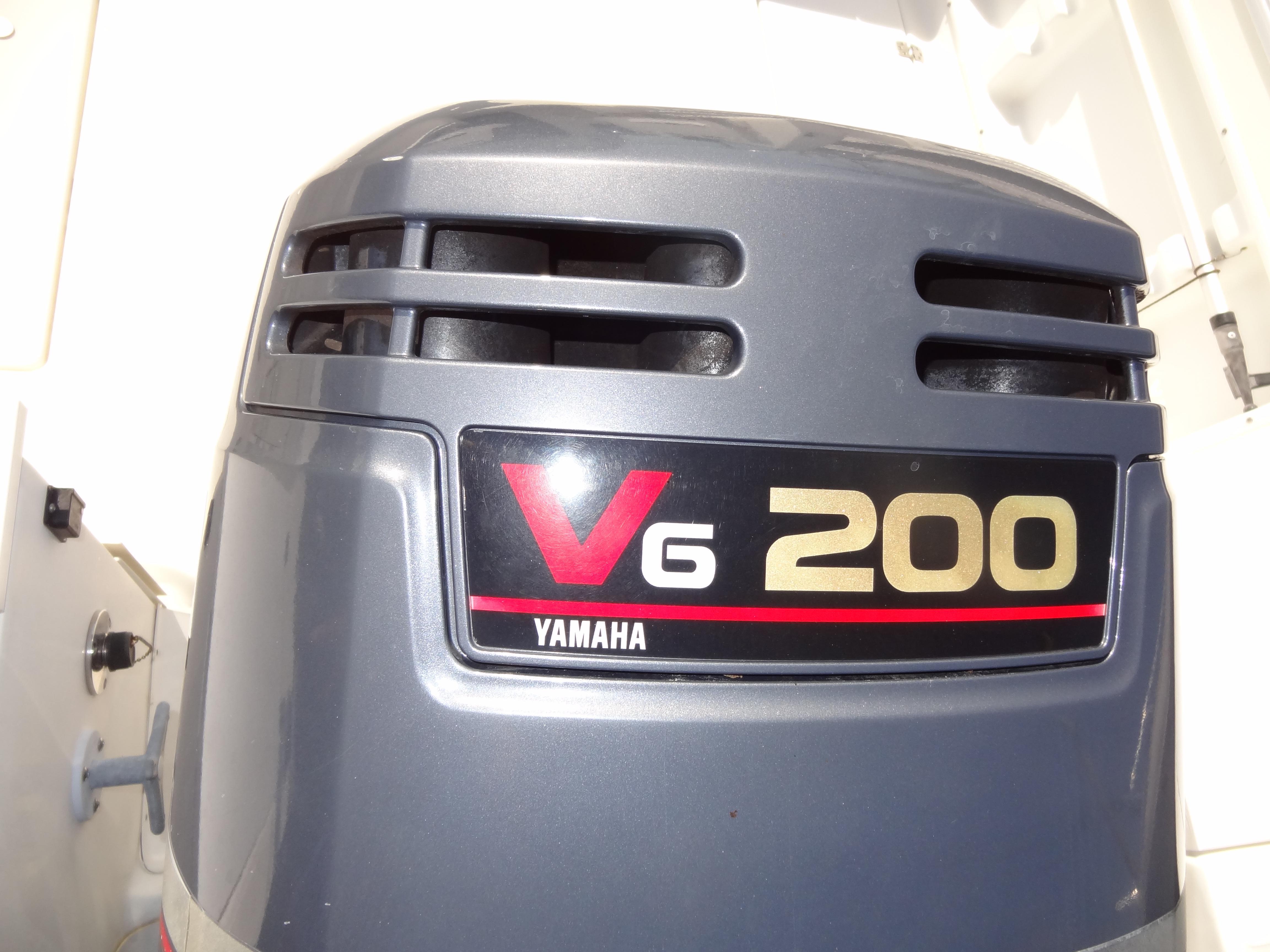 2004 Wellcraft Walkaround 23