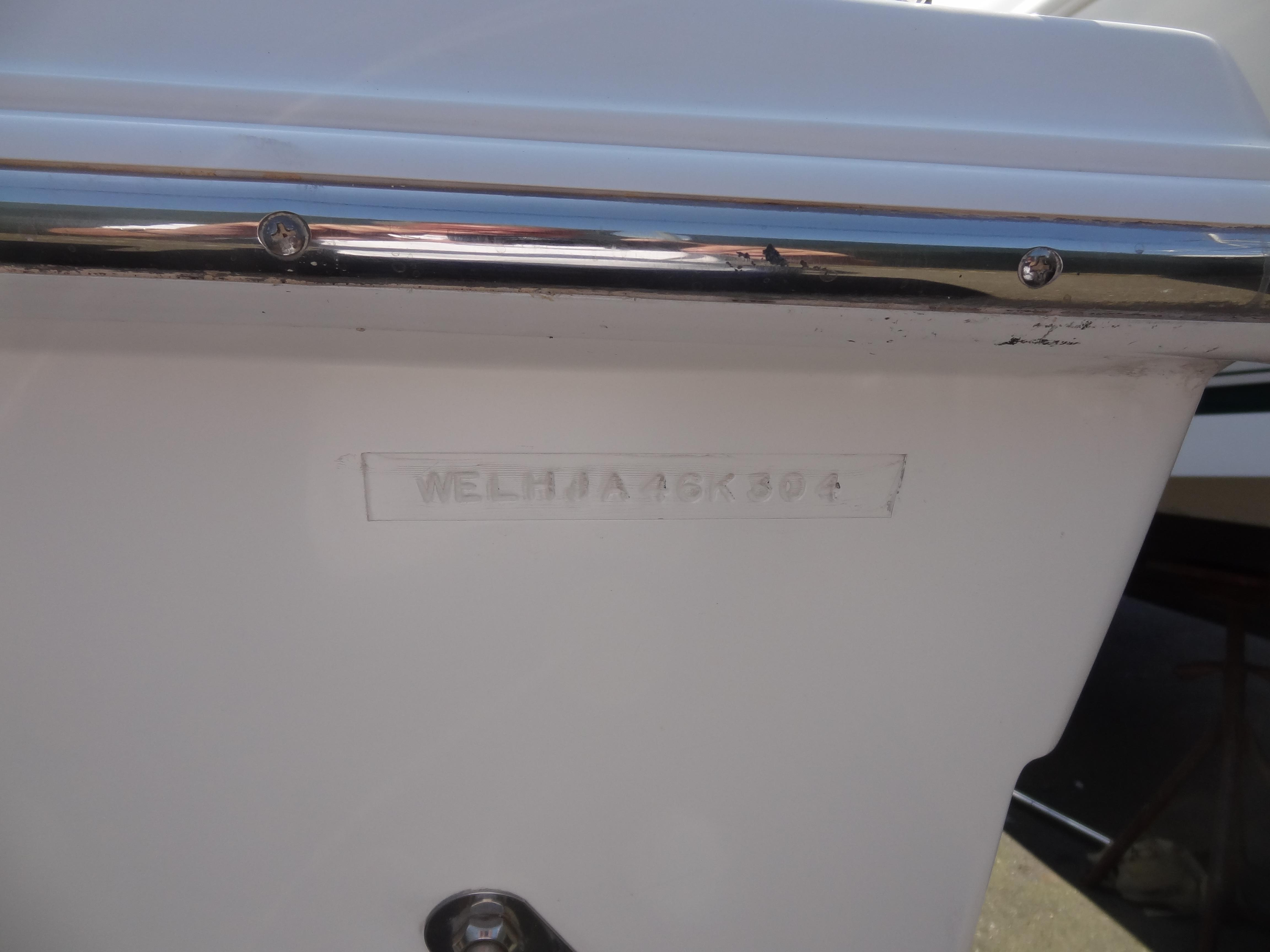 2004 Wellcraft Walkaround 23