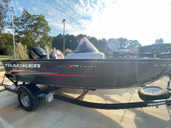 2015 Tracker Boats boat for sale, model of the boat is Pro Guide V-175 SC & Image # 2 of 9