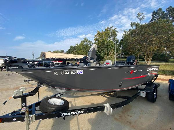 2015 Tracker Boats boat for sale, model of the boat is Pro Guide V-175 SC & Image # 1 of 9