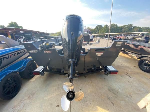2015 Tracker Boats boat for sale, model of the boat is Pro Guide V-175 SC & Image # 5 of 9