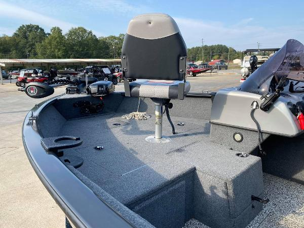 2015 Tracker Boats boat for sale, model of the boat is Pro Guide V-175 SC & Image # 7 of 9