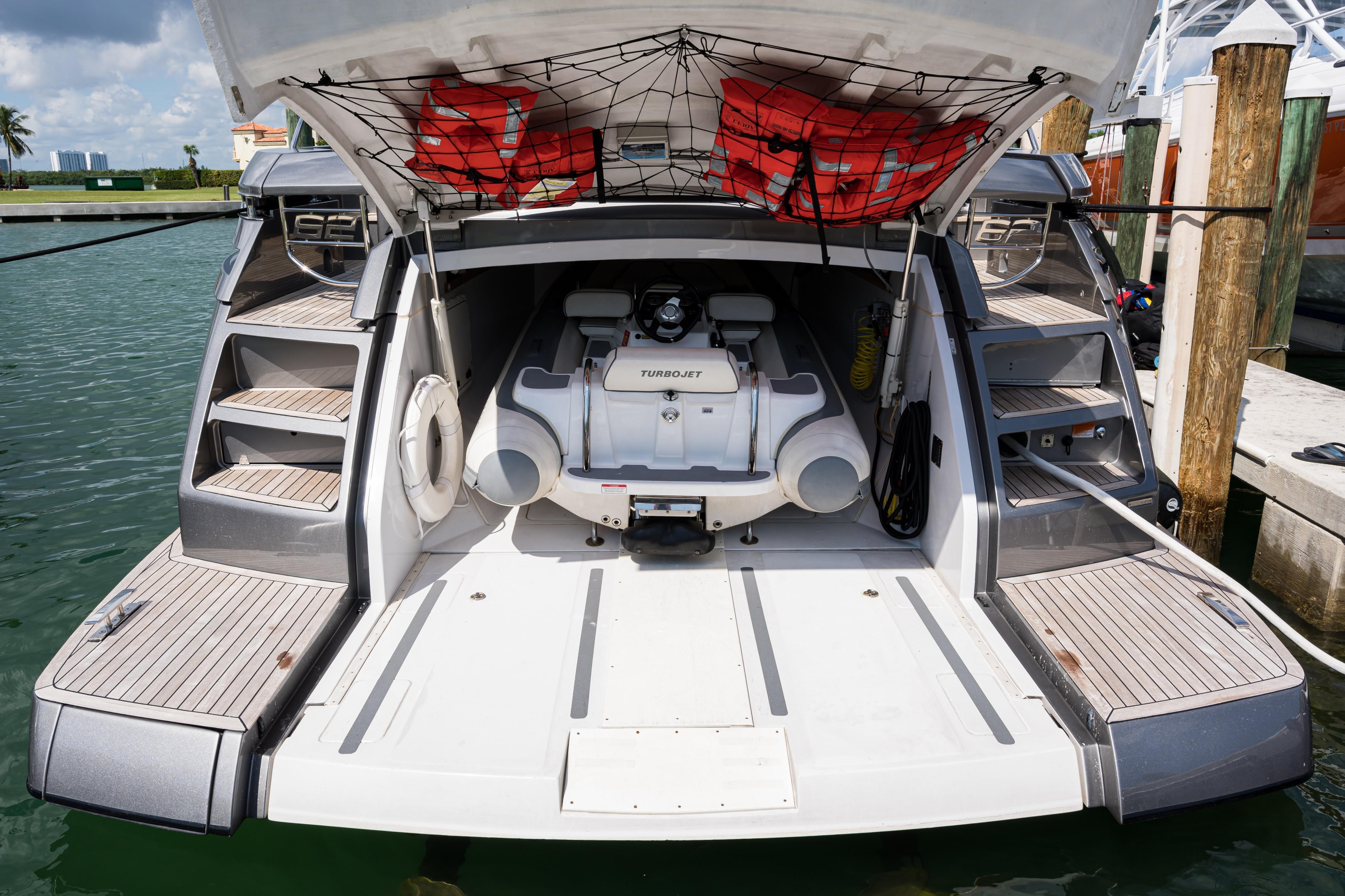 2016 Pershing 62 - Garage