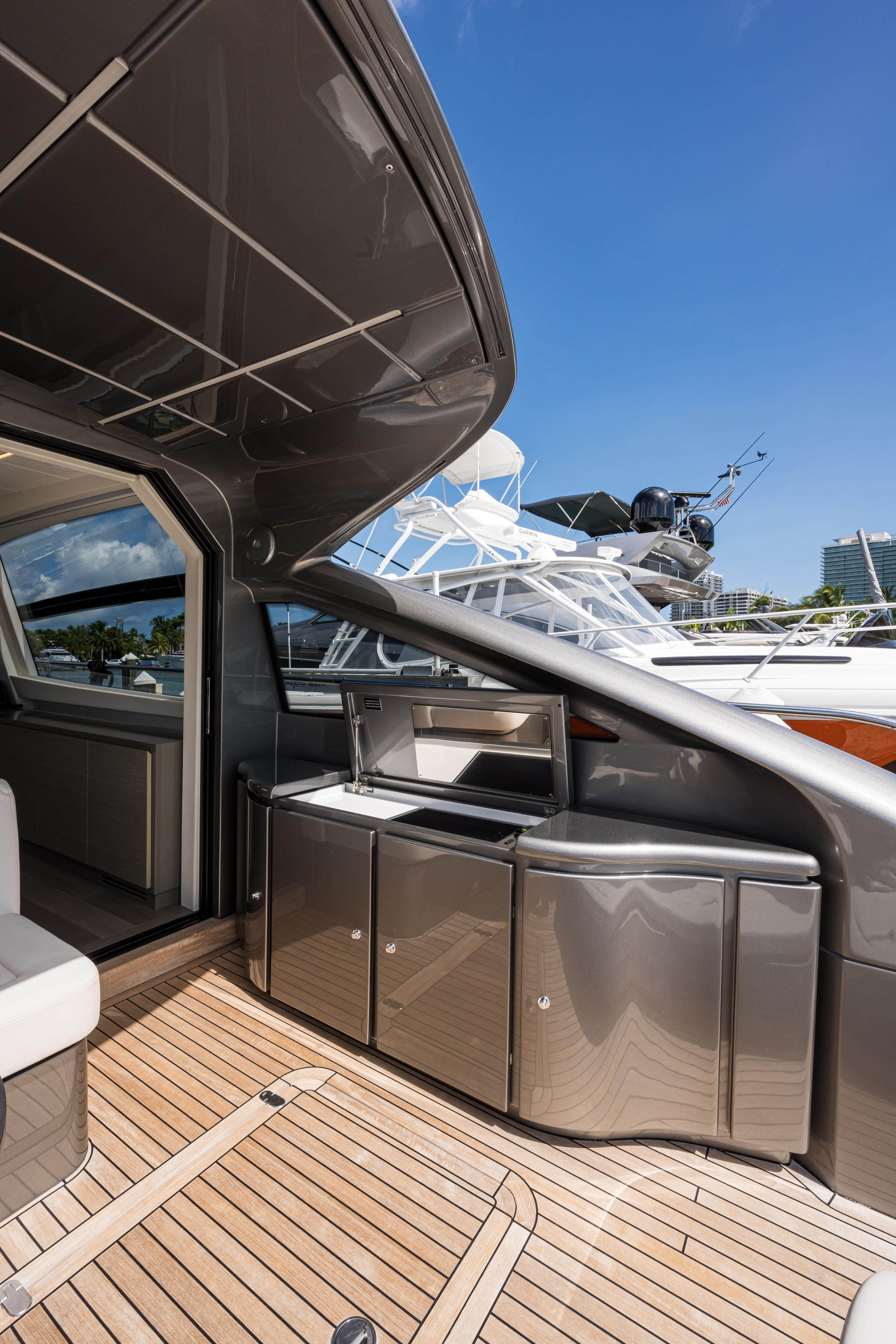 2016 Pershing 62 - Grill