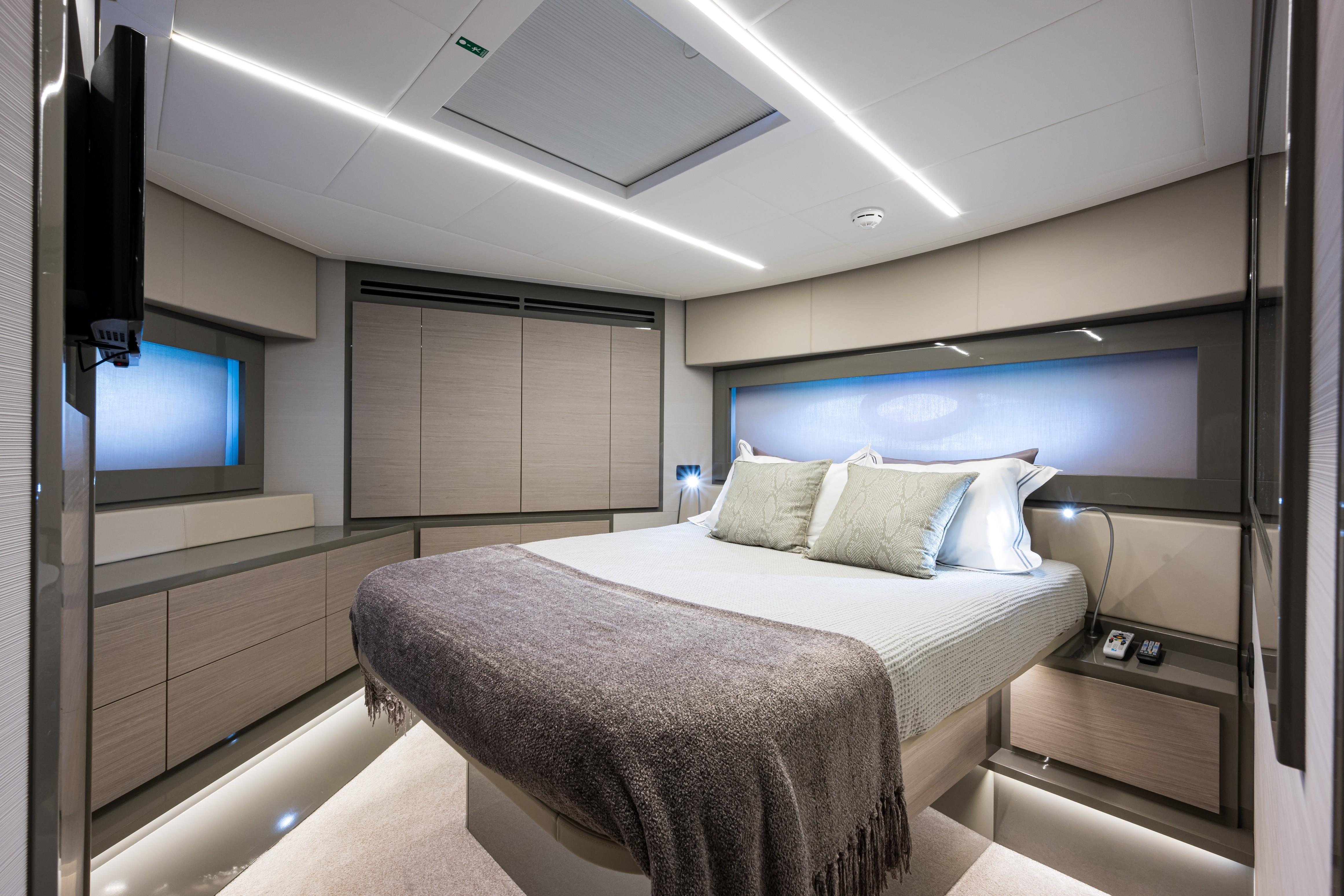 2016 Pershing 62 - Forward Stateroom