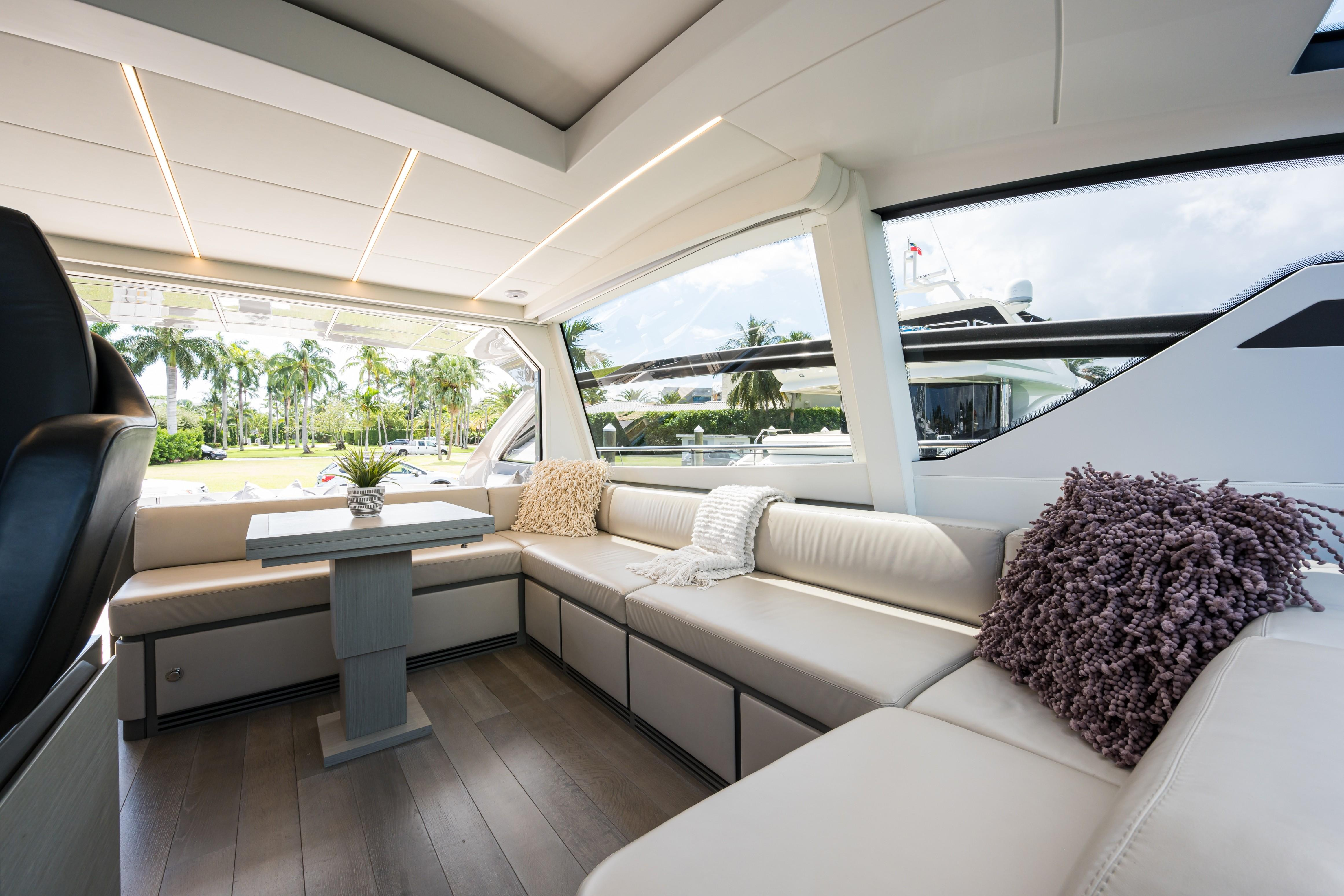 2016 Pershing 62 - Salon