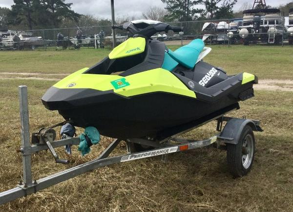 2018 Sea Doo PWC boat for sale, model of the boat is SPARK® 2-up Rotax 900 ACE & Image # 2 of 7