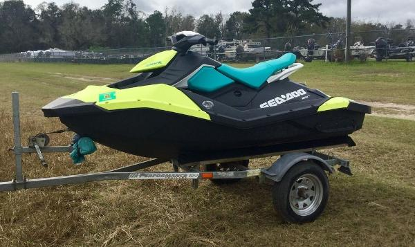 2018 Sea Doo PWC boat for sale, model of the boat is SPARK® 2-up Rotax 900 ACE & Image # 6 of 7