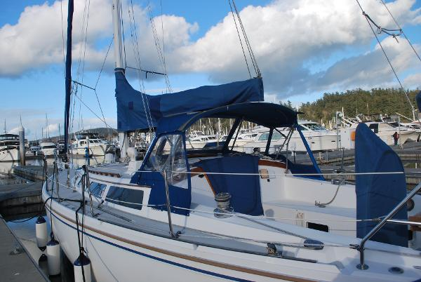 Picture Of:  36' Catalina Sloop 1991Yacht For Sale | 4 of 37