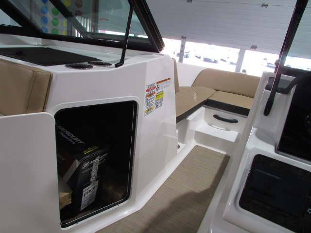 2020 Sea Ray boat for sale, model of the boat is 21 SPX & Image # 5 of 17
