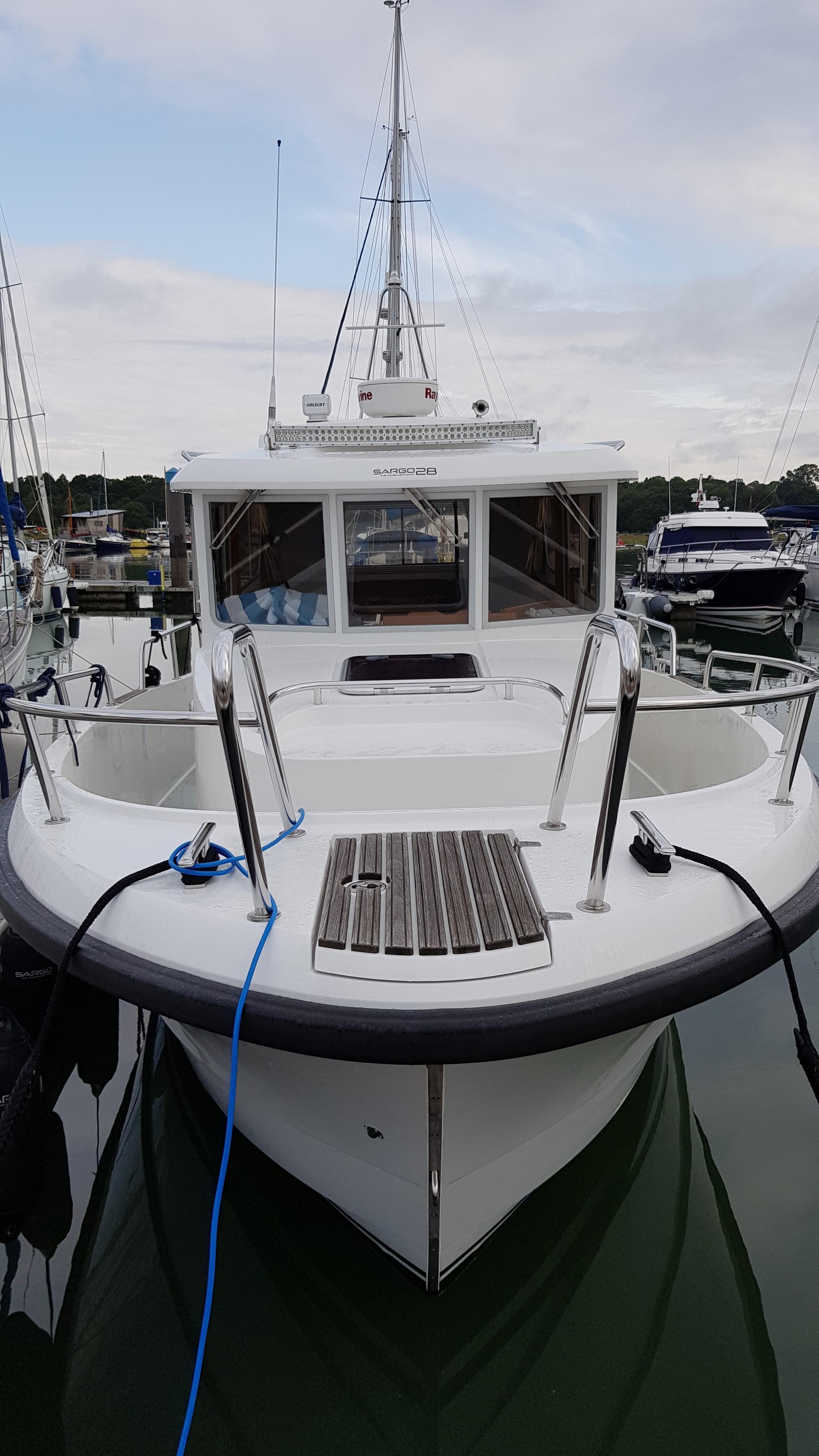 Minor Offshore (Sargo) 28 -bow