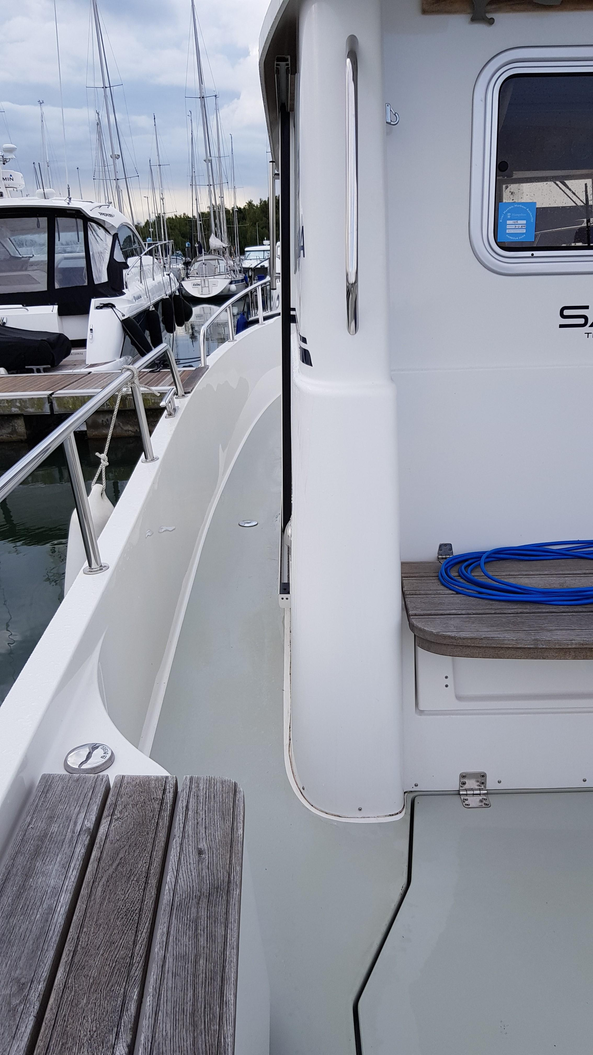 Minor Offshore (Sargo) 28 - side decks