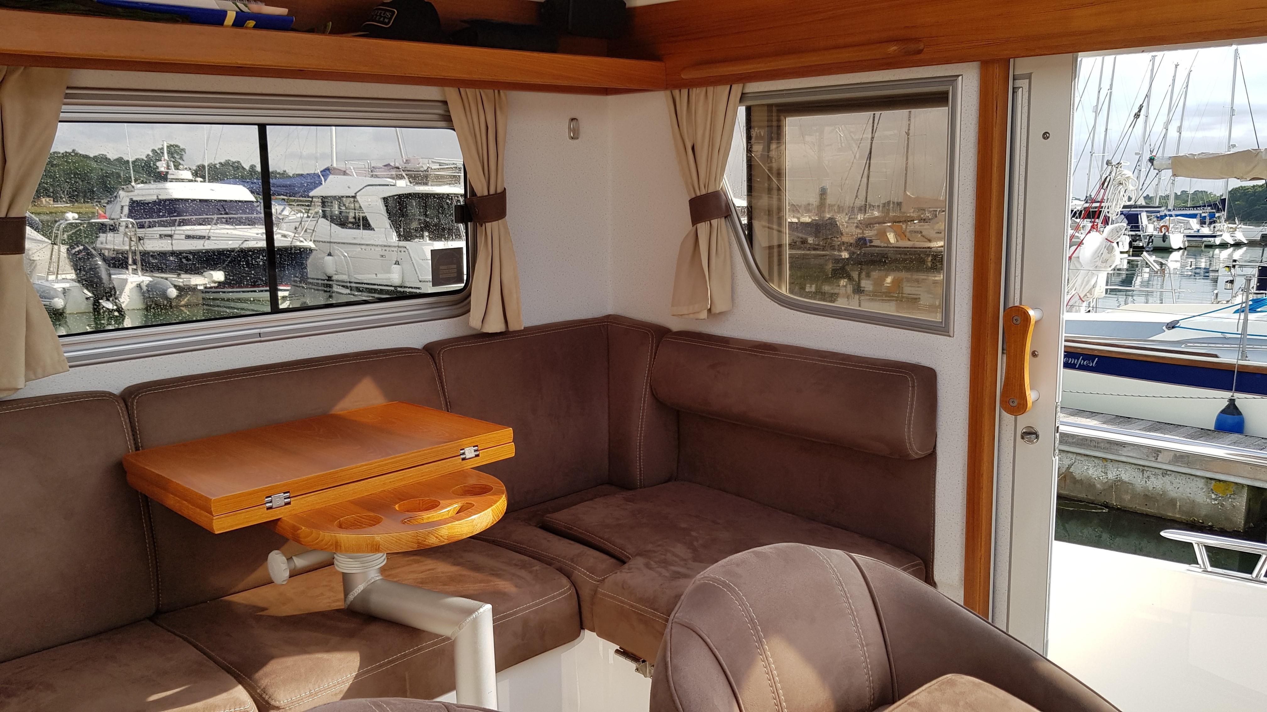 Minor Offshore (Sargo) 28 - wheelhouse
