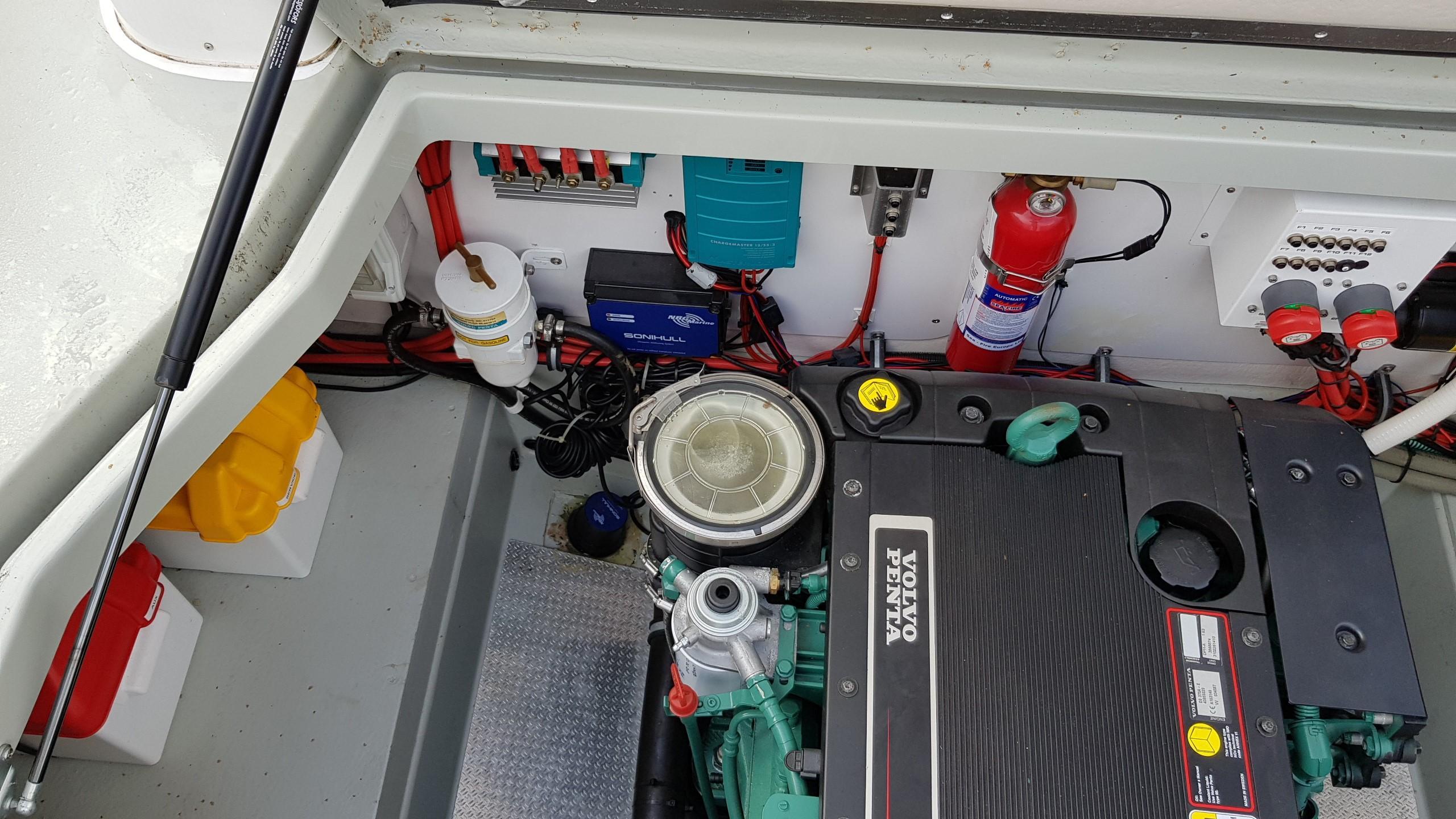 Minor Offshore (Sargo) 28 - engine room