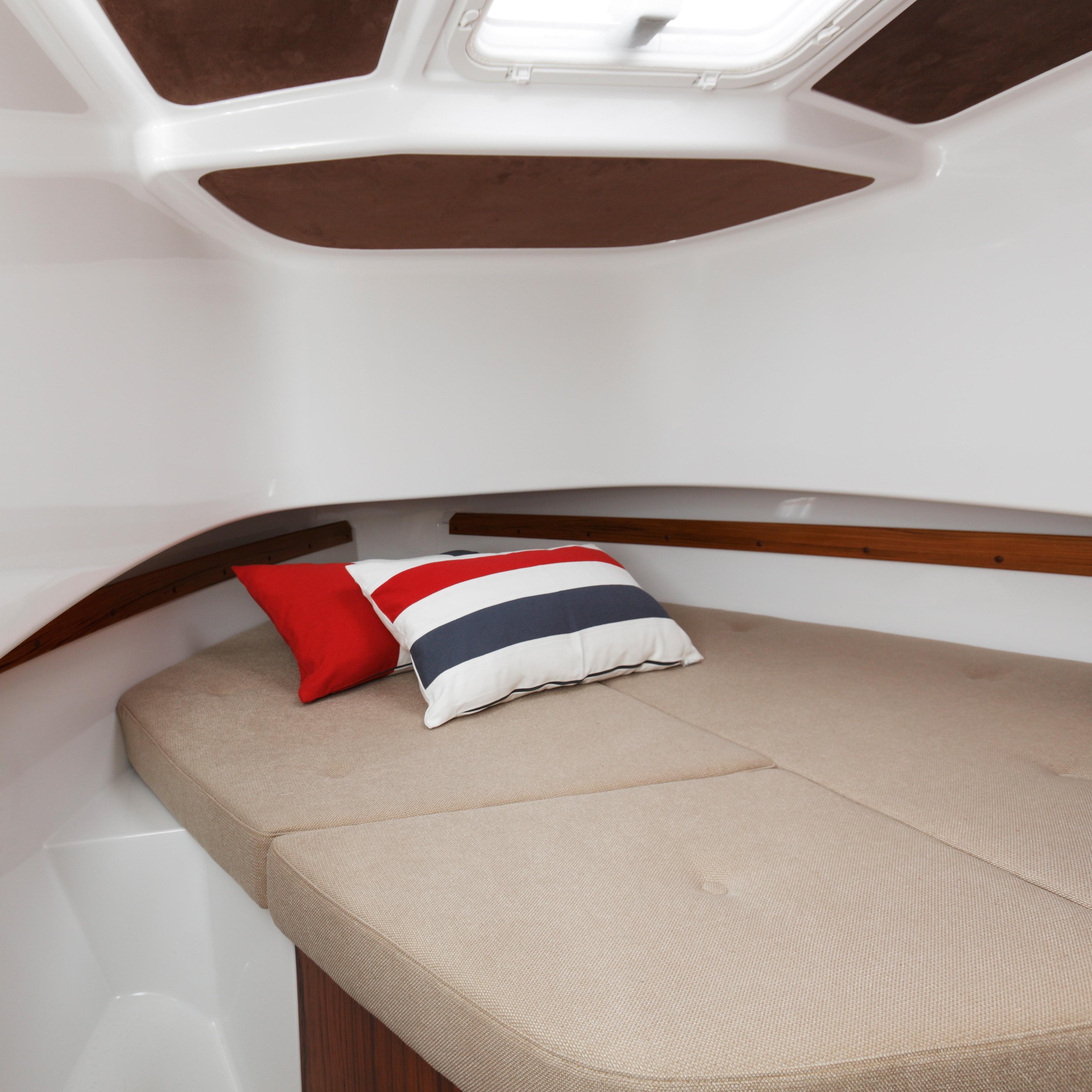 Minor Offshore (Sargo) 28 - foreward cabin