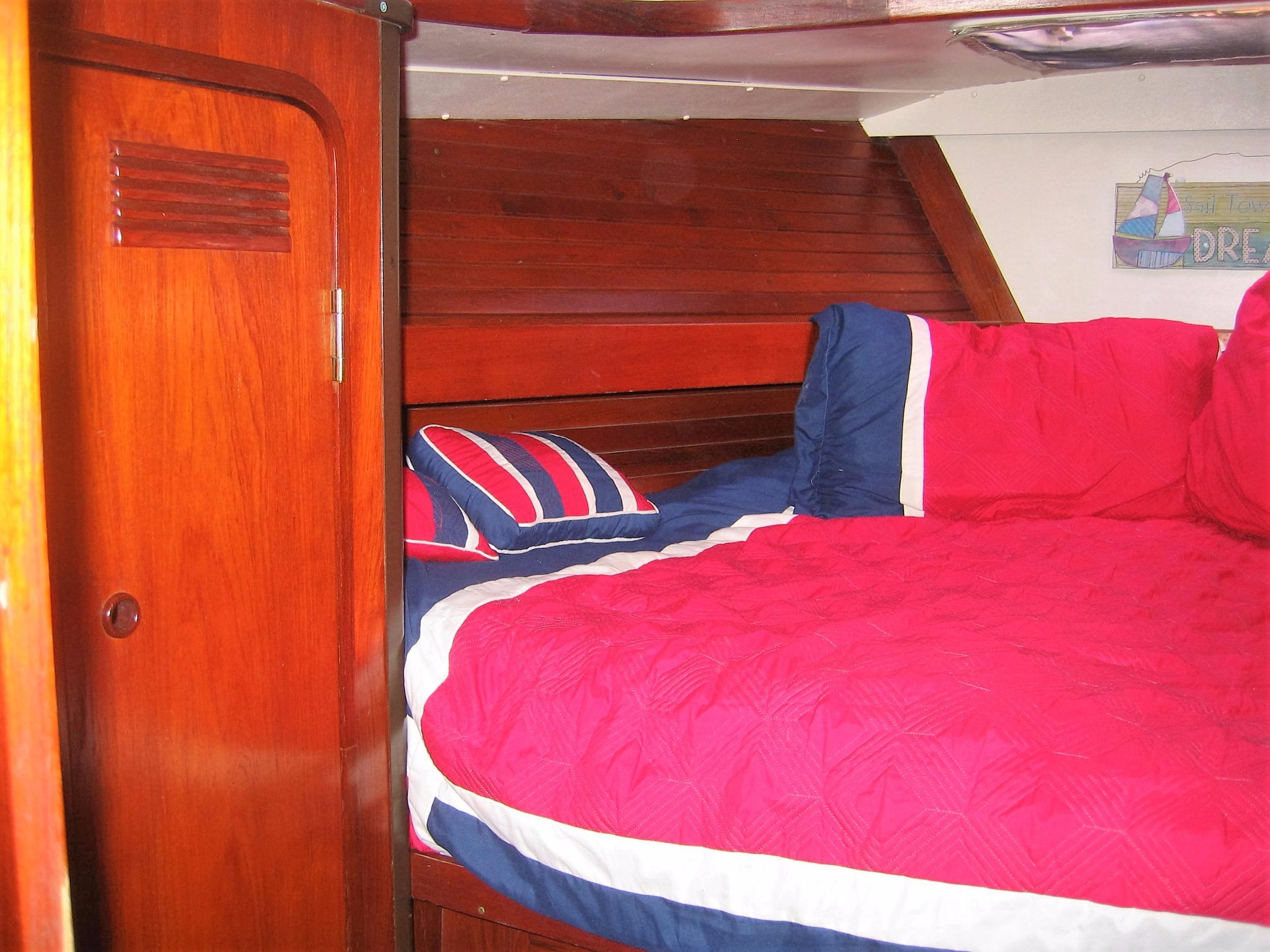 Large & Comfy Aft Cabin Starboard
