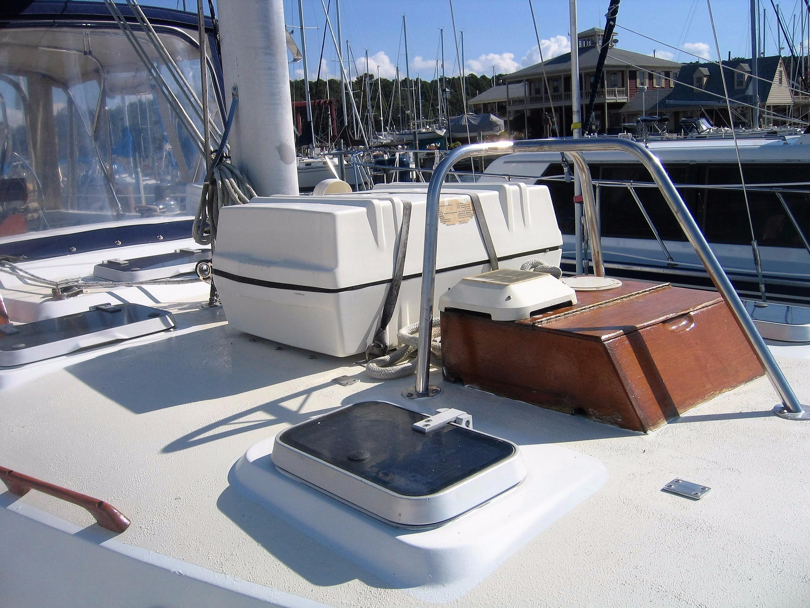 Foredeck with Liferaft