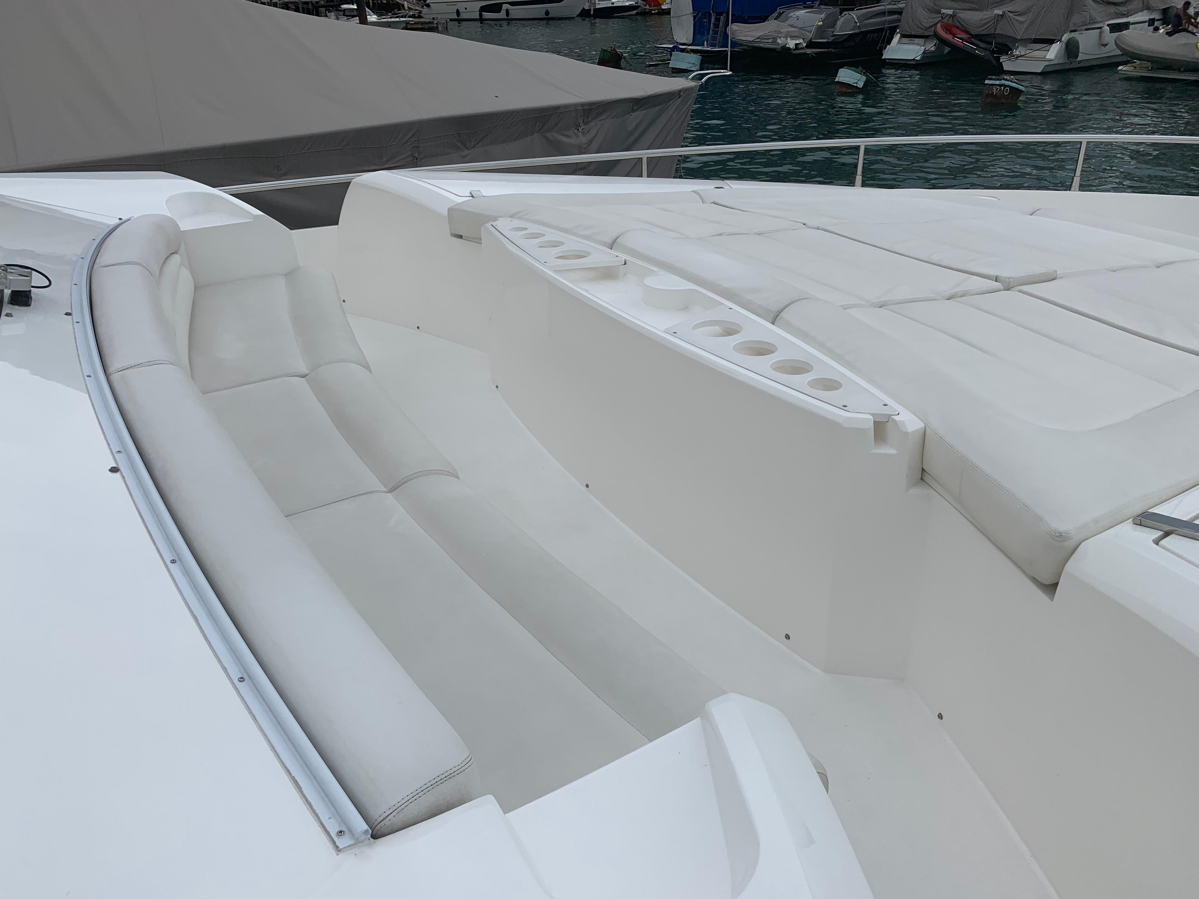 Manhattan 73 - Bow Seating