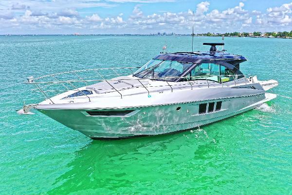 2015 45' Cruisers Yachts 45 Cantius