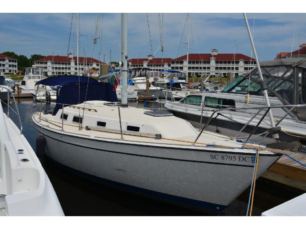 Pearson 303 Sloop - Starboard View