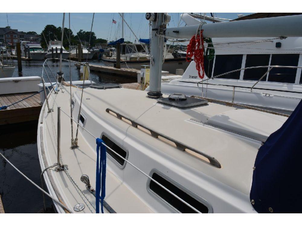 Pearson 303 Sloop - Forward Deck