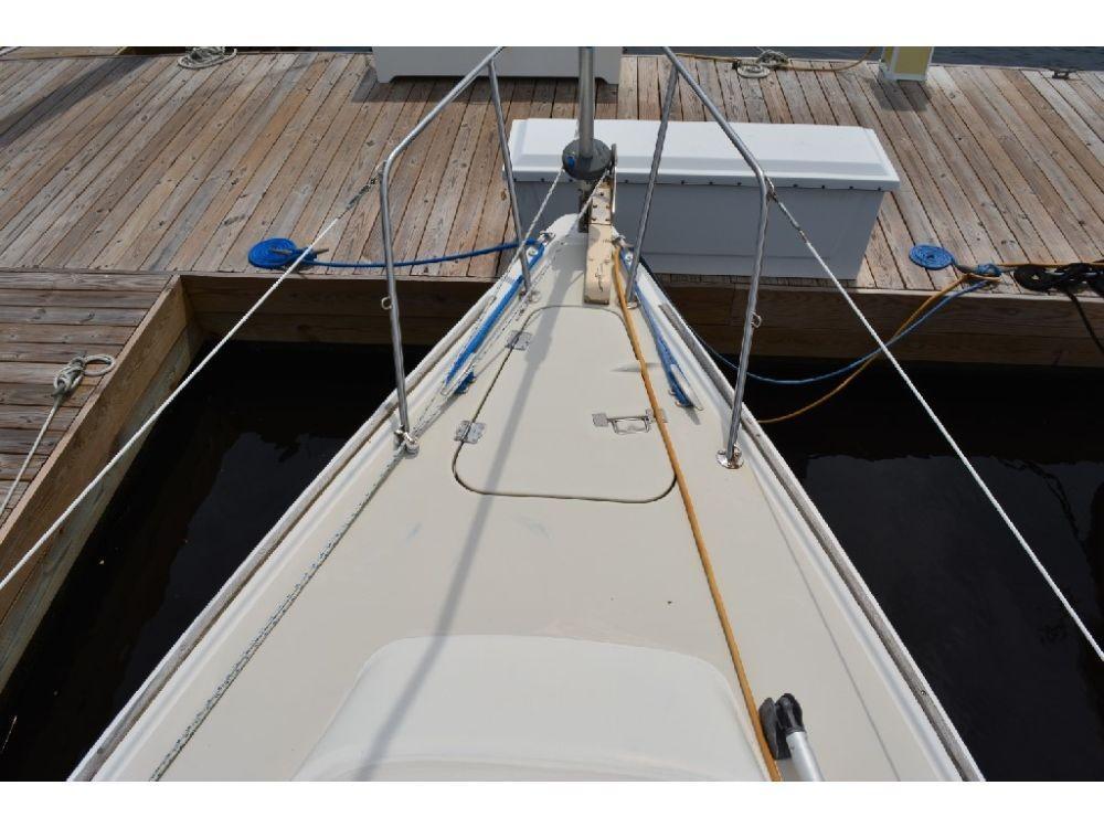 Pearson 303 Sloop - Forward Deck 2