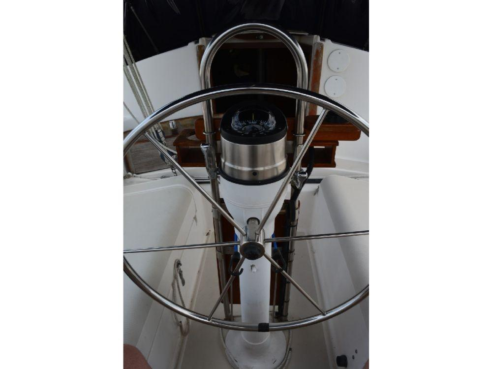 Pearson 303 Sloop - Helm