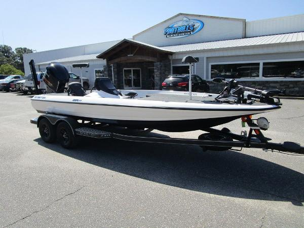 2021 Skeeter boat for sale, model of the boat is ZXR 20 & Image # 2 of 31