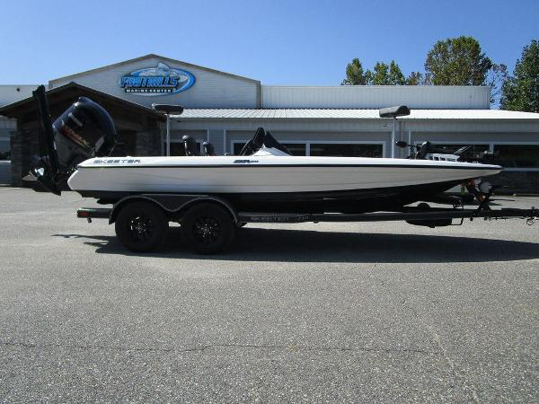 2021 Skeeter boat for sale, model of the boat is ZXR 20 & Image # 1 of 31