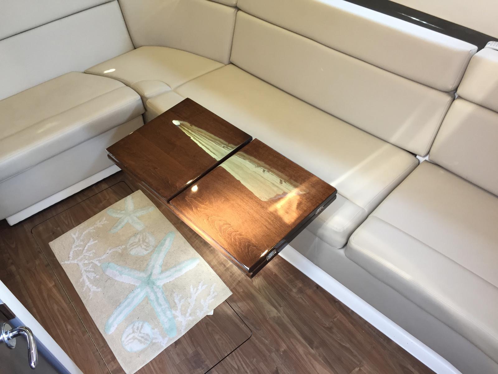 Regal 35 Sport Coupe - Drop leaf table