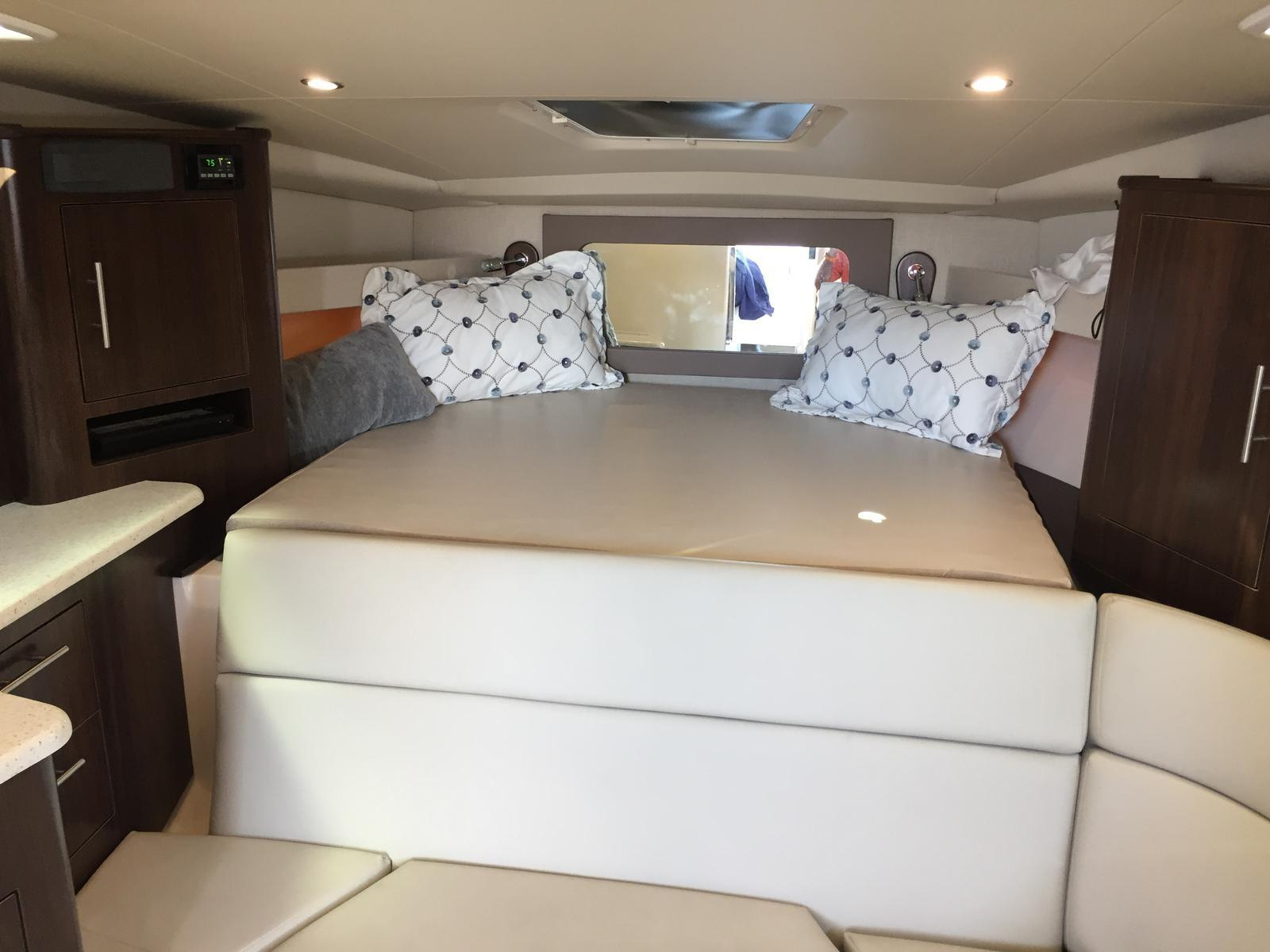 Regal 35 Sport Coupe - Forward Berth