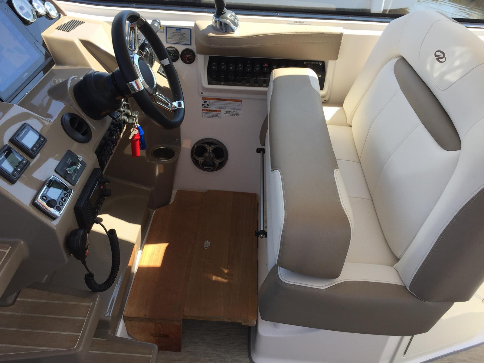 Regal 35 Sport Coupe - Double wide helm seat with bolsters