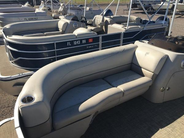 2017 Cypress Cay boat for sale, model of the boat is Seabreeze 232 CS-L & Image # 3 of 9