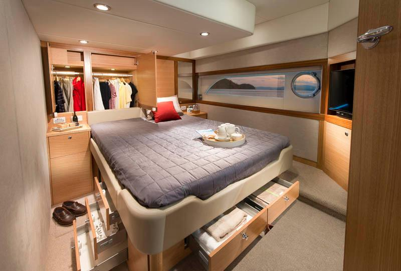 Riviera 515 SUV Master Cabin