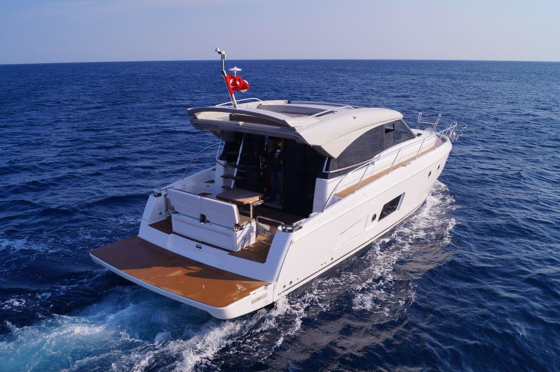 Manufacturer Provided Image: Bavaria Virtess 420 Coupe Stern
