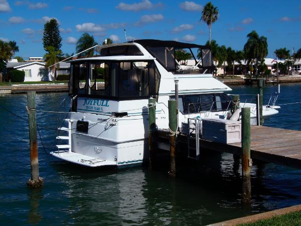37' CARVER YACHTS 1994 370 aft cabin with Sundeck