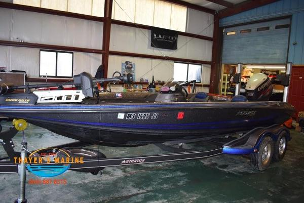 2012 Stratos boat for sale, model of the boat is 201XL & Image # 33 of 47