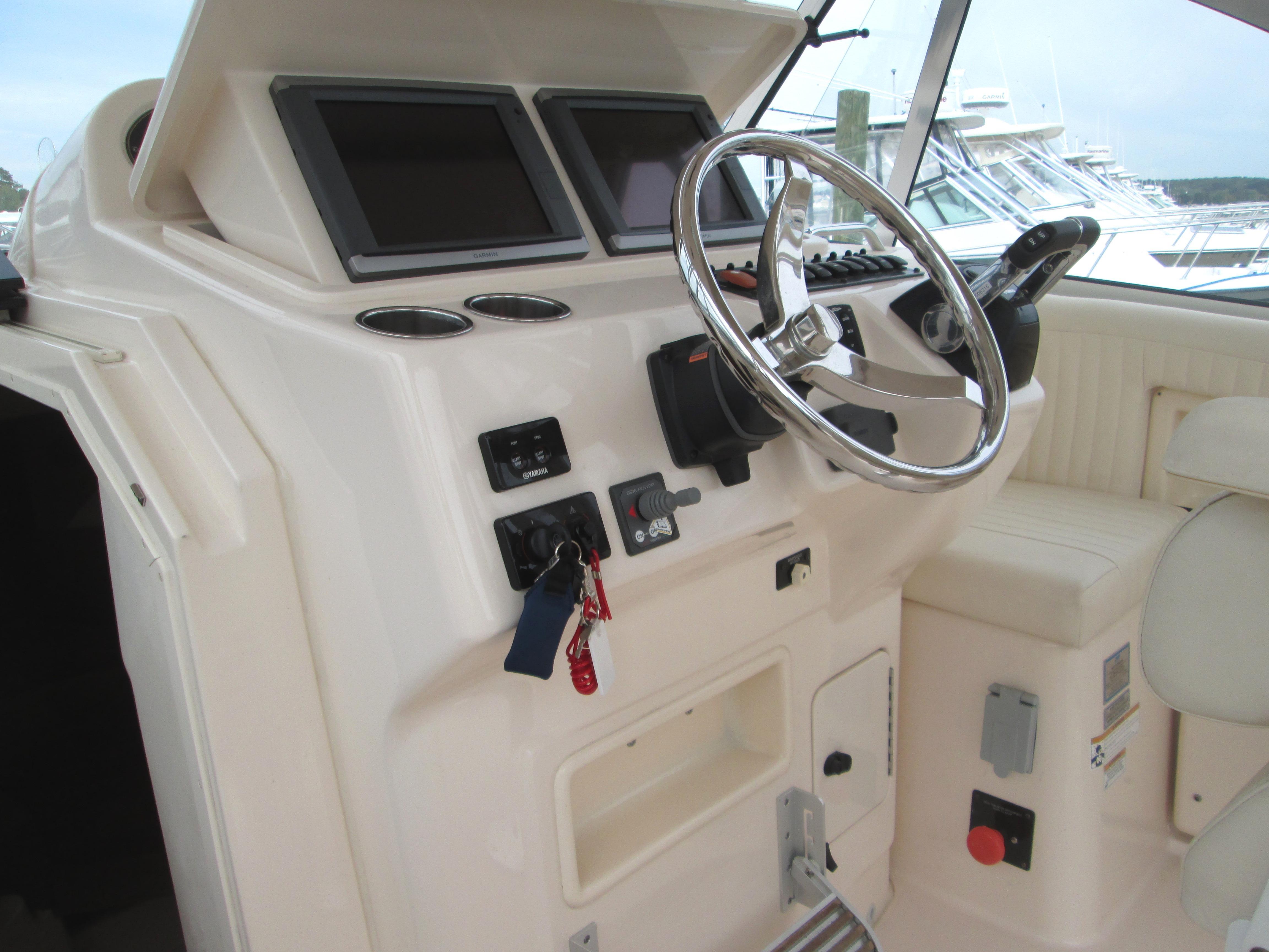 Grady-White305 Express