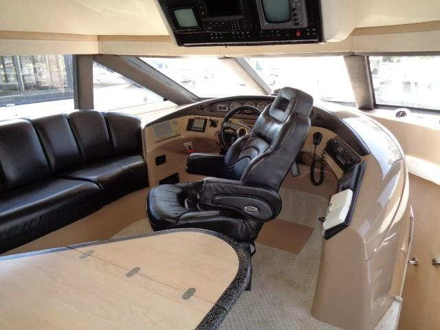 Carver 530 Voyager Pilothouse - Photo: #33