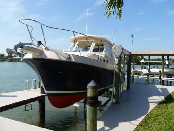 Albin 28 TE W / Cummins QSB 380 Pilothouse. Listing Number: M-3828249