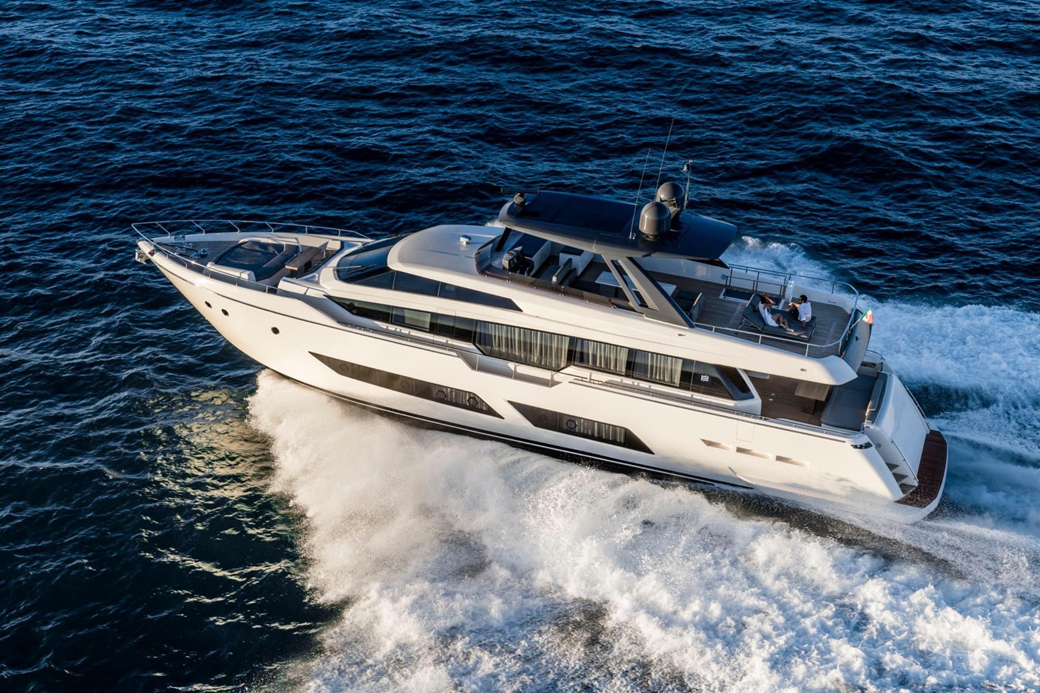 85.3 ft Ferretti Yachts 850