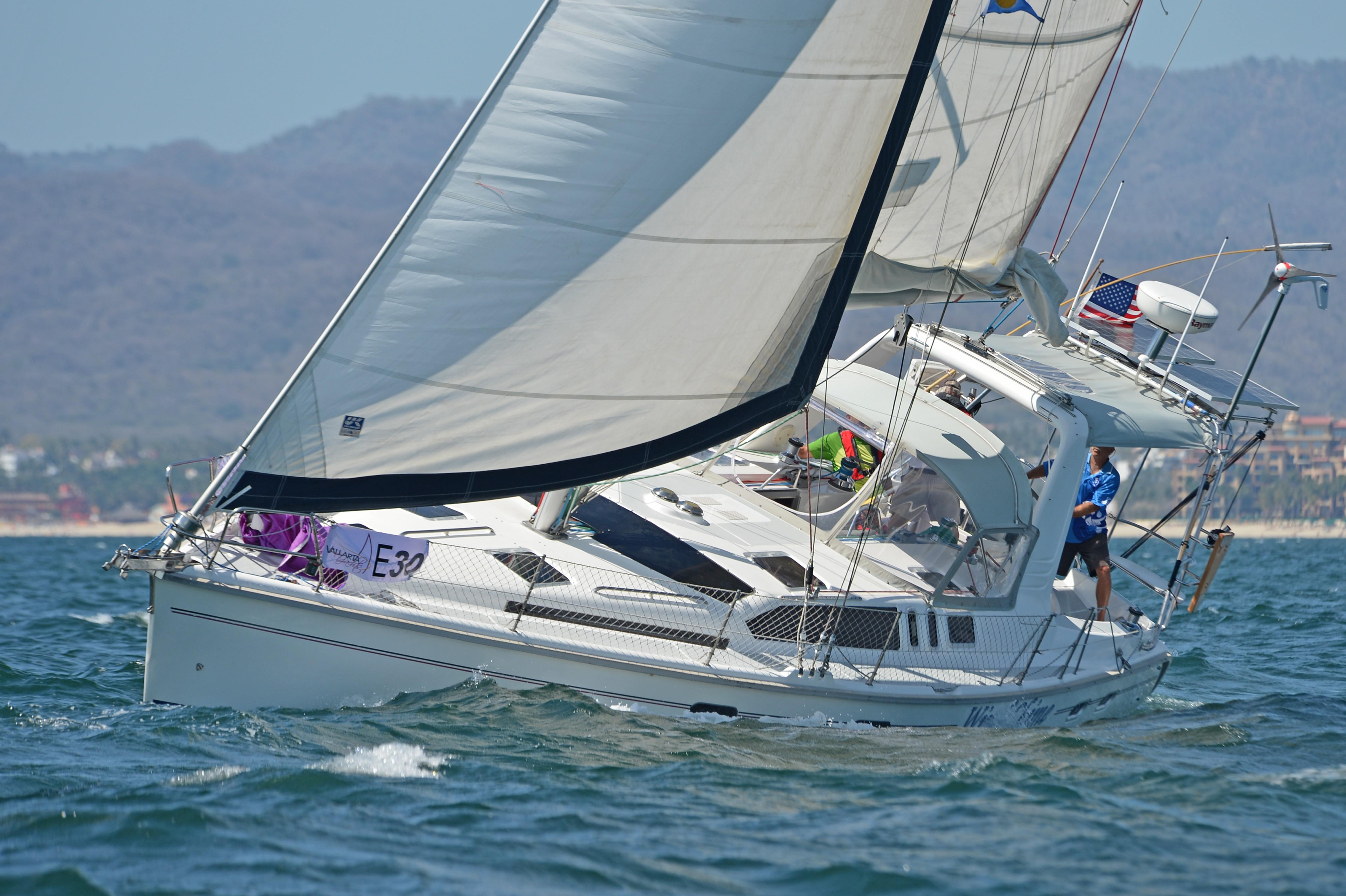 Picture Of:  43' Hunter 430 1995Yacht For Sale | 23