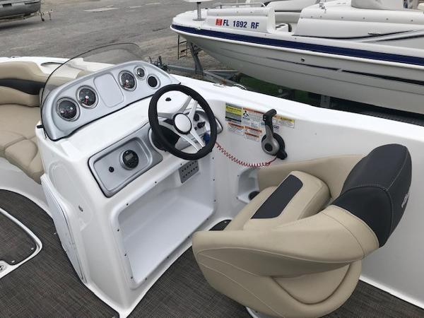 2016 Hurricane boat for sale, model of the boat is SS 203 OB & Image # 8 of 11