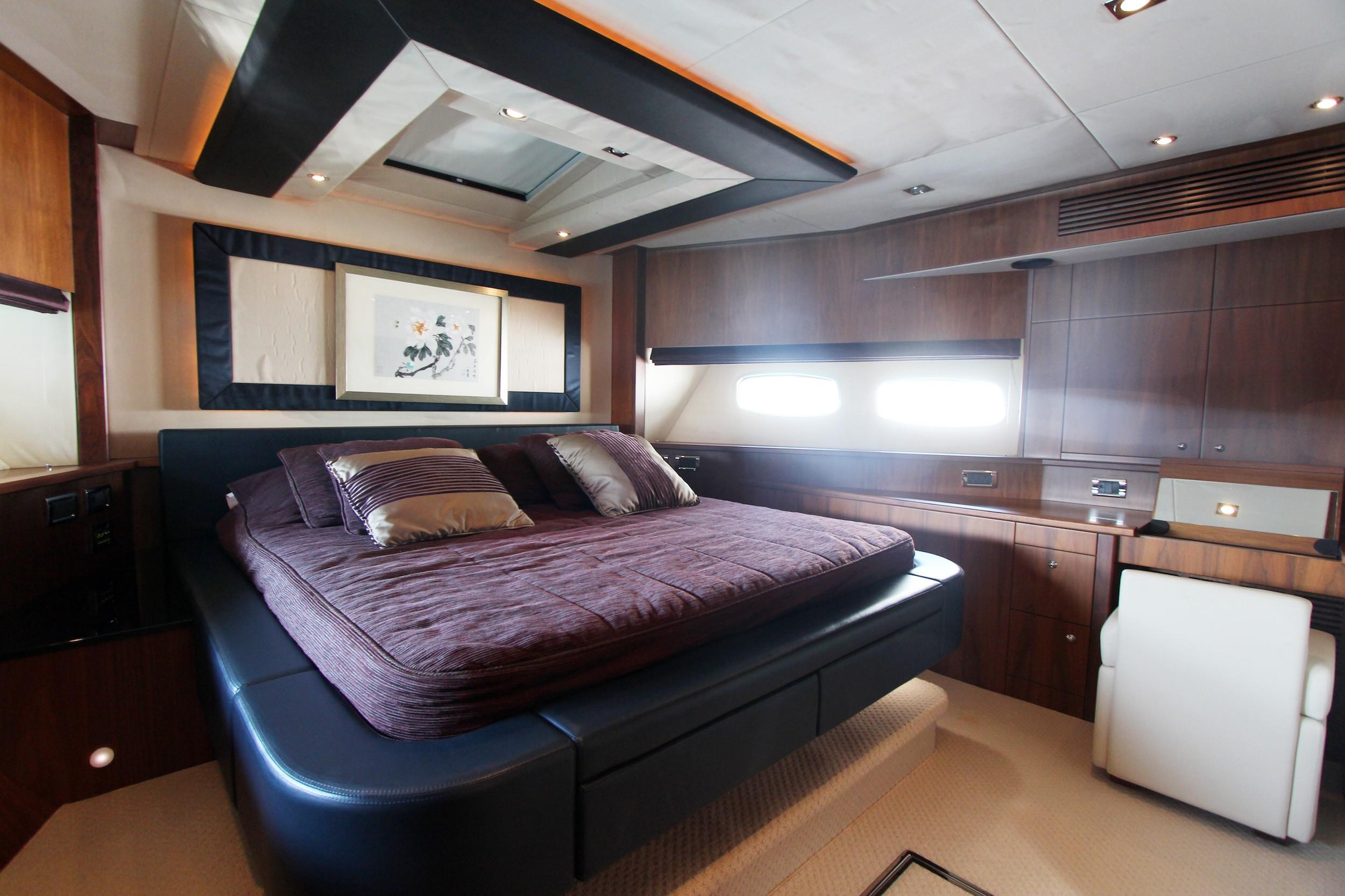 Sunseeker 88 - VIP Cabin