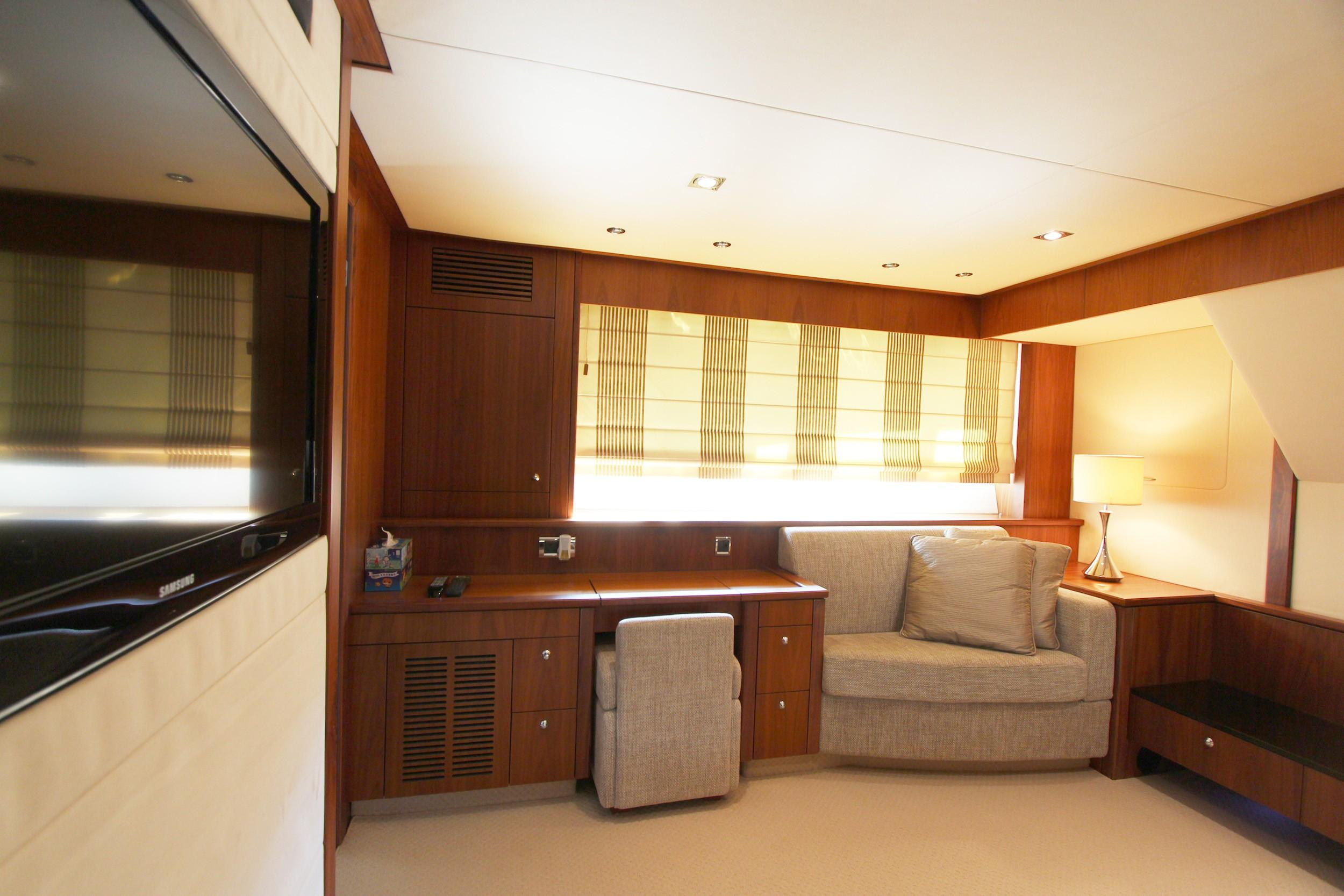 Sunseeker 88 - Master Cabin