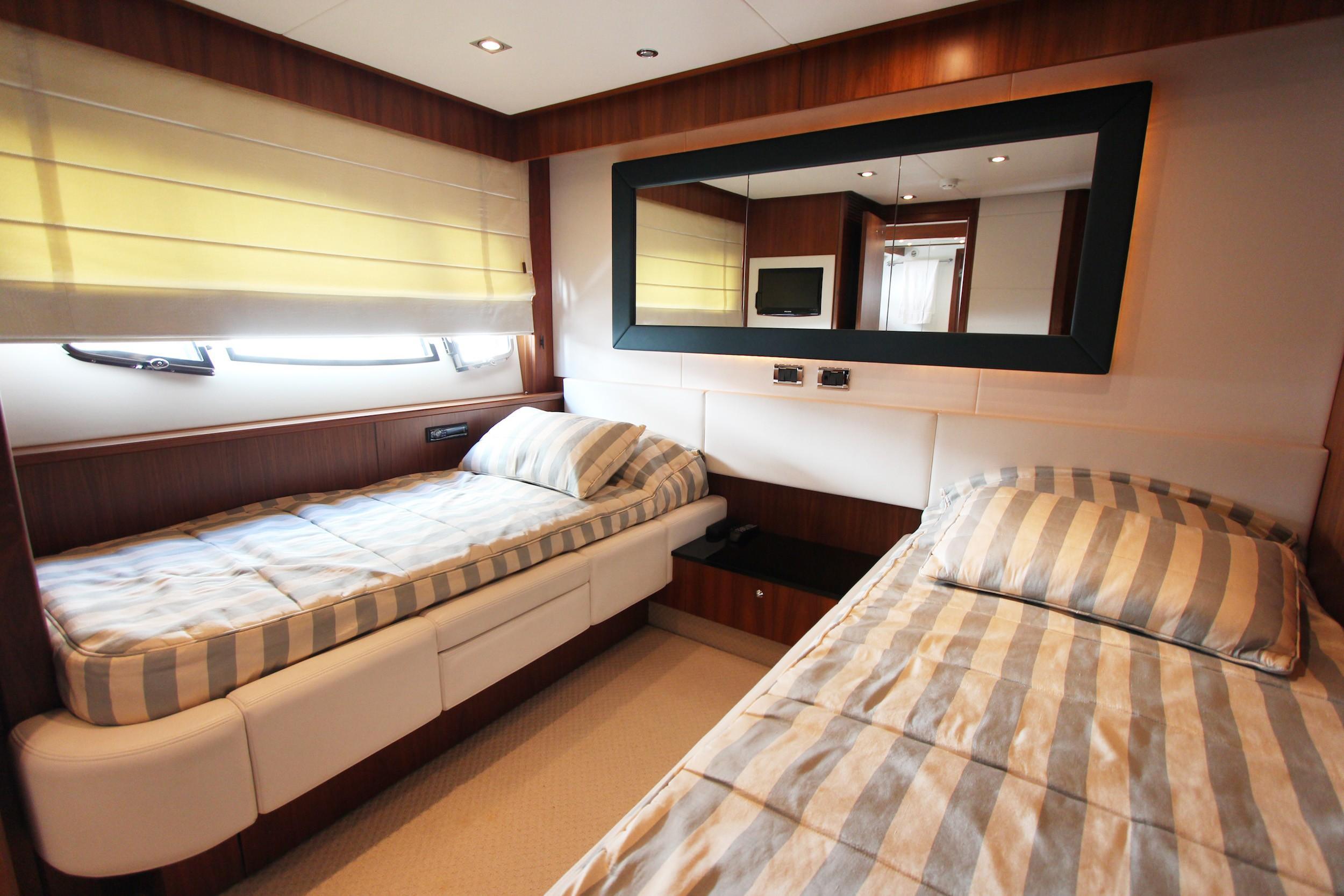 Sunseeker 88 - Guest Cabin (Starboard)