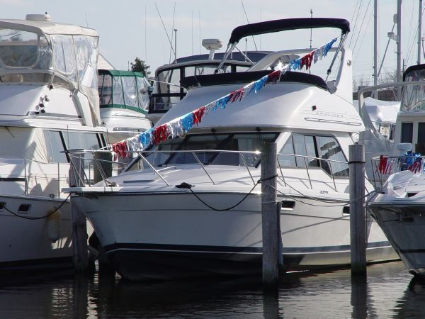 Bayliner 3388 Command Bridge Motoryacht Convertible Boats
