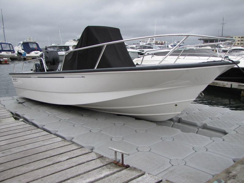 Boston Whaler Montauk 19