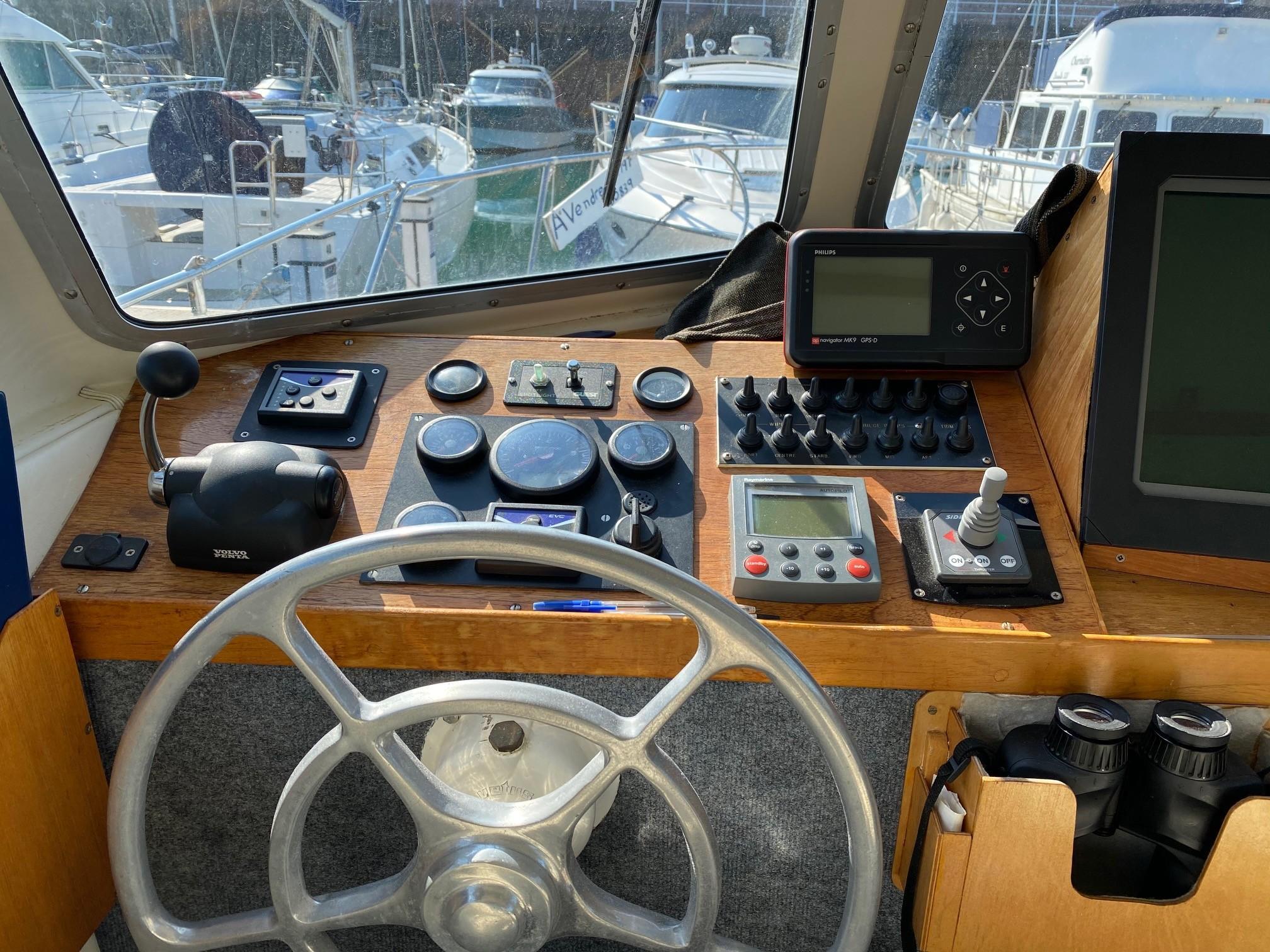 Aquastar 33 Aft Cabin
